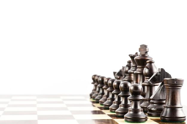 Pomysł na wyzwanie z eleganckimi figurami szachowymi w stylu stauton