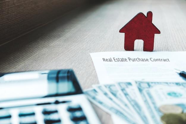 Pomysł na zakup i ubezpieczenie nieruchomości. sprzedaż i kupno ziemi i domu