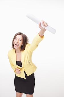 Pomyślna biznesowa kobieta na białym tle