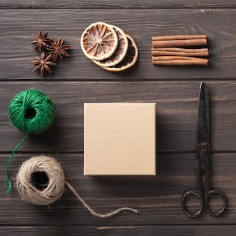 Pomysły na pakowanie prezentów. naturalny design. pakowanie prezentów świątecznych. ozdoby świąteczne. krok po kroku