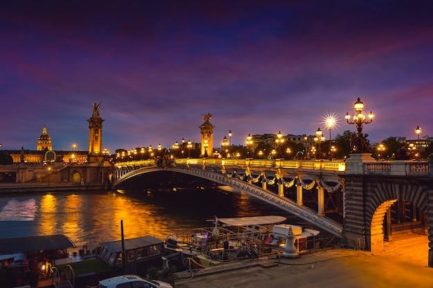 Pont alexandre iii w paryżu we francji nad sekwaną