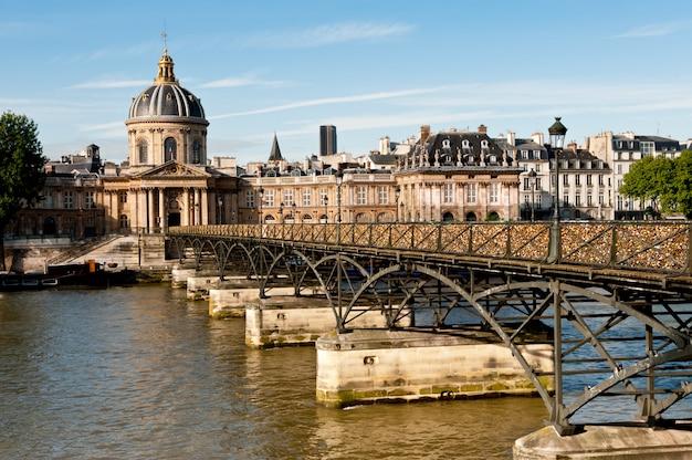 Pont des arts w paryżu