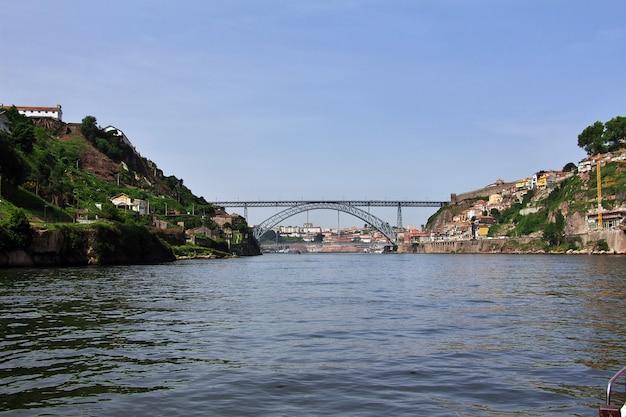 Ponte de dom luis i, most w porto, portugalia