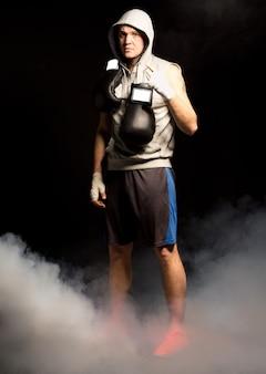 Ponury bokser zdeterminowany, aby wygrać