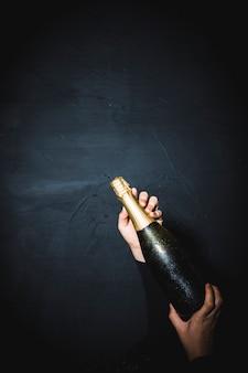 Pooping butelka szampana