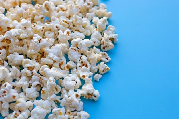 Popcorn na niebiesko. skopiuj miejsce