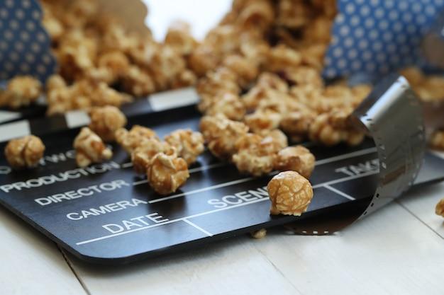 Popcorn, schowek i clapboard