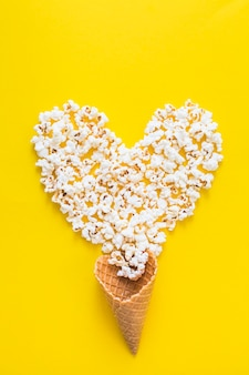 Popcorn serce i stożek gofry