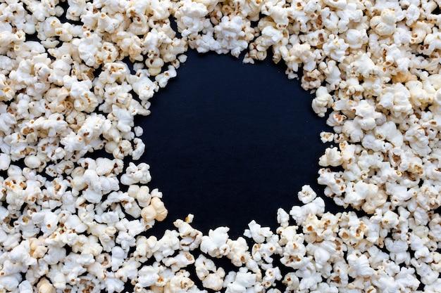 Popcorn w ciemności. skopiuj miejsce