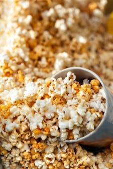 Popcorn w detalach kartonowych