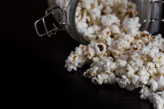 Popcorn w słoiku