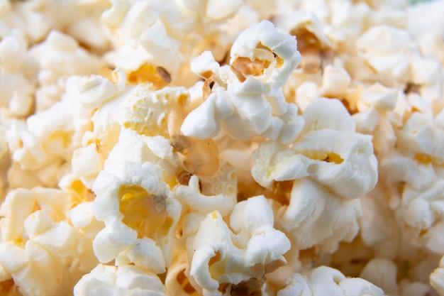 Popcorns z bliska. fotografia makro popcornu