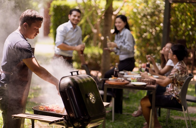 Popołudniowa impreza, grill i pieczona wieprzowina