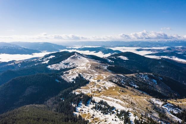 Poranek w górach. karpaty, ukraina, europa świat piękna