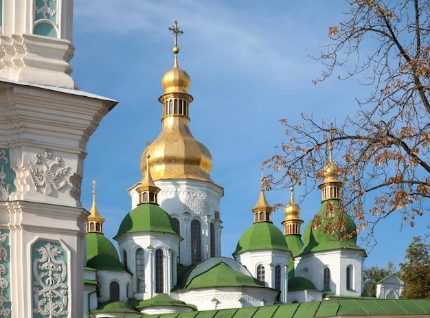 Poranna katedra św. zofii (http://en.wikipedia.org/wiki/saint_sophia_cathedral_in_kiev) widok budynku kościoła. kijów-centrum miasta, ukraina.