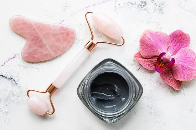 Poranna pielęgnacja skóry w domowej łazience