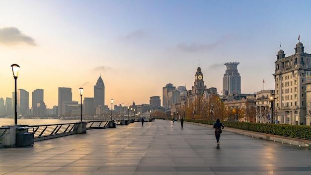 Poranna promenada w szanghaju