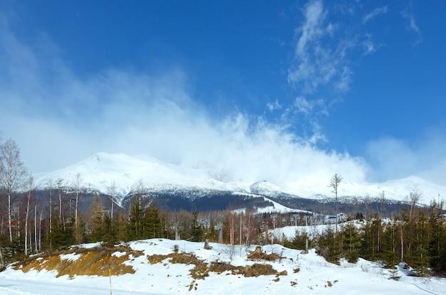 Poranny zimowy krajobraz górski (tatrzańska łomnica, słowacja, wysokie tatry)