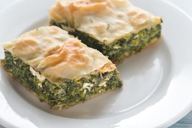 Porcja spanakopita - greckie ciasto szpinakowe