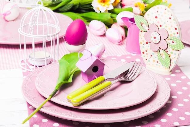 Porcja wielkanocna, różowe i zielone wiosenne dekoracje