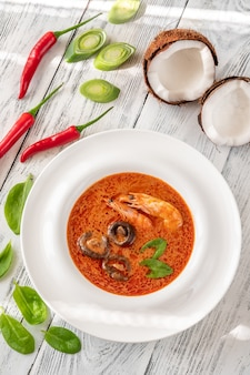 Porcja zupy tom yum