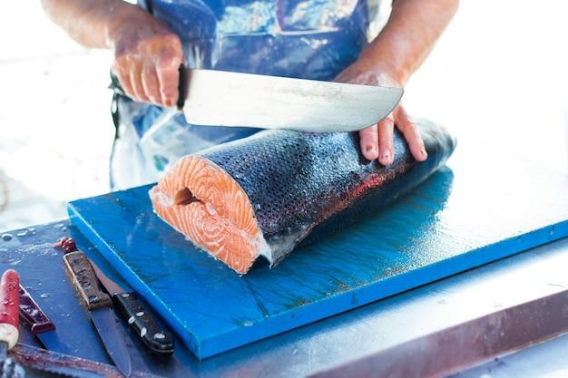 Porcjowanie łososia