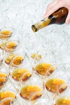 Poring brandy