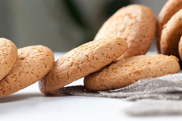Porowata struktura prawdziwych okrągłych ciasteczek