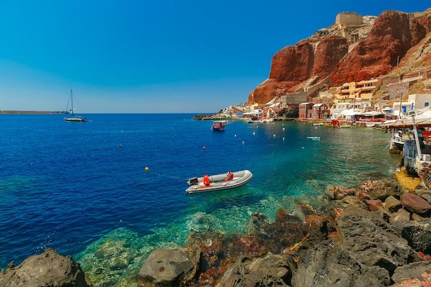 Port amoudi z oia lub ia, santorini, grecja