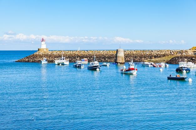 Port sauzon we francji na wyspie belle ile en mer w morbihan
