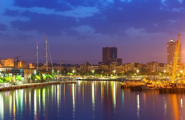 Port w barcelonie rano