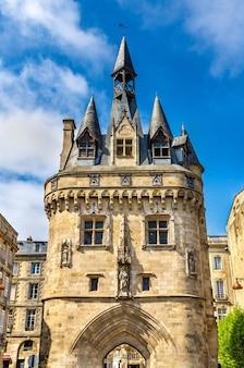 Porte cailhau, średniowieczna brama w bordeaux - francja, gironde