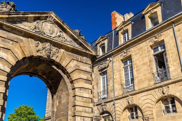 Porte d'aquitaine, xviii-wieczna brama w bordeaux - francja