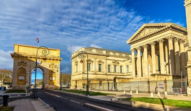 Porte du peyrou i palais de justice w montpellier