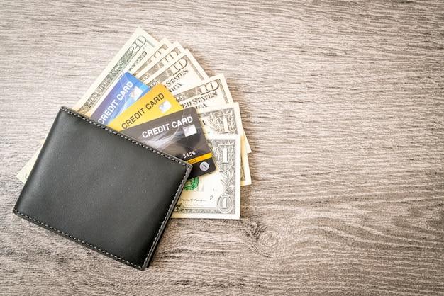 Portfel z pieniędzmi i kartą kredytową