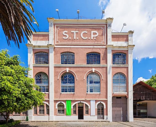 Porto, portugalia - 02 lipca: museu do carro electrico (muzeum tramwajowe) na 02 lipca 2014 w porto, portugalia
