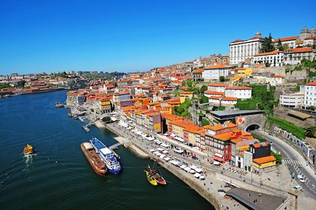Porto, portugalia panoramę starego miasta z mostu dom luis na rzece douro.