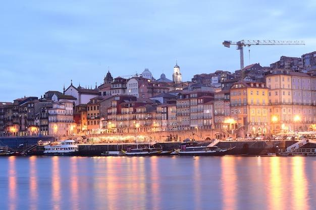 Porto stary miasto i douro rzeka, portugalia