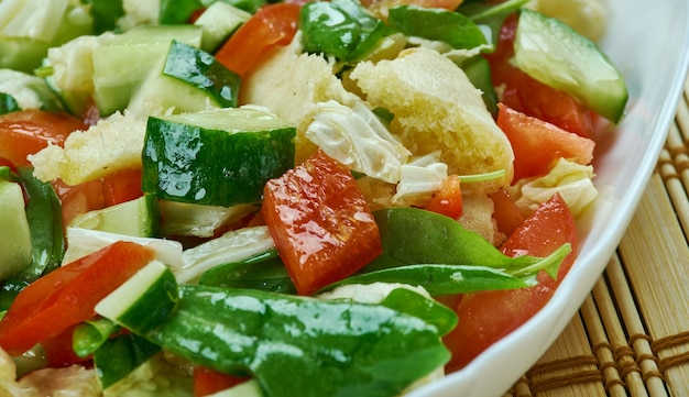 Portorykańska sałatka gazpacho - świeża posiekana sałatka