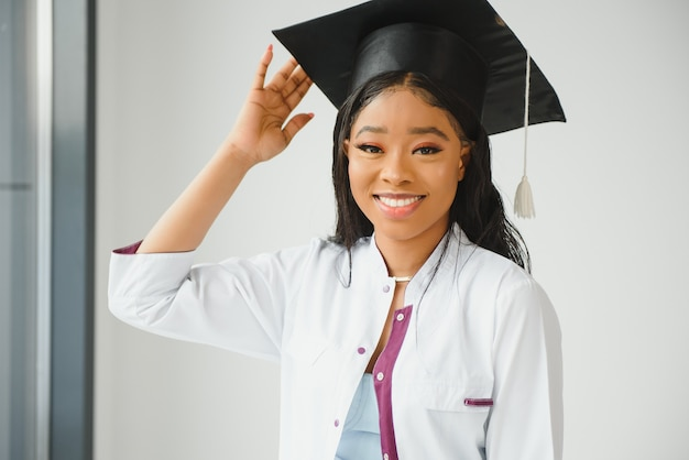 Portret afrykańskiej absolwentki lekarza doctor