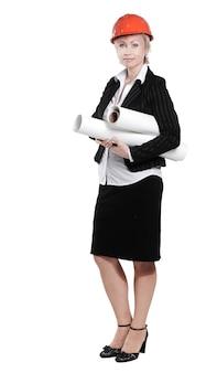 Portret architekta kobiet z planami. na białym tle na white.photo z miejsca na kopię