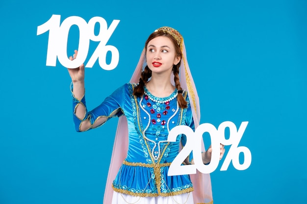 Portret azerskiej kobiety w tradycyjnym stroju z 10 i 20 procentową zniżką