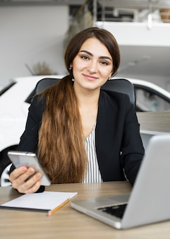 Portret bizneswoman w biurze