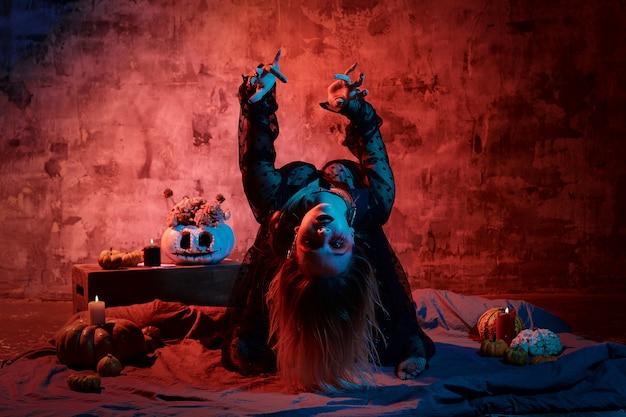 Portret czarownicy z halloween makijaż