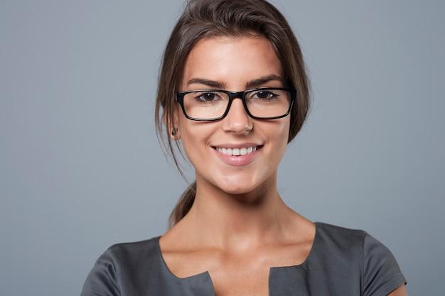 Portret czarujący młody bizneswoman