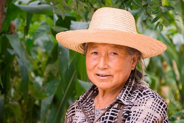 Portret dojrzała chińska kobieta