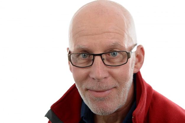 Portret dojrzałego mężczyzny w czerwonej kurtce