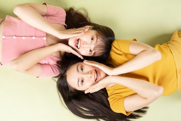 Portret dwóch pięknych azjatek