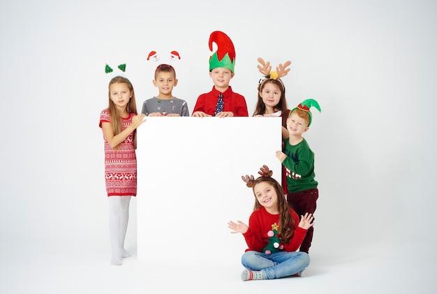 Portret dzieci z banerem