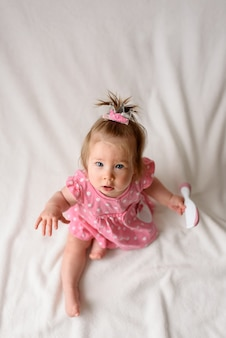 Portret dziewczynki w różowej sukience